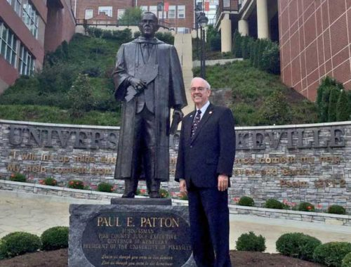 Paul-wiht-Paul-Patton-statue-on-campus